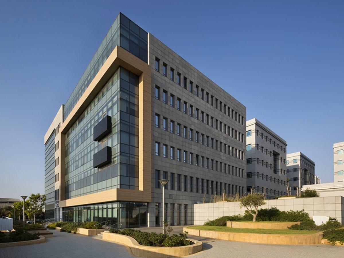 Dori Part Tel-Aviv - קירות מסך עם בורג בטון BT