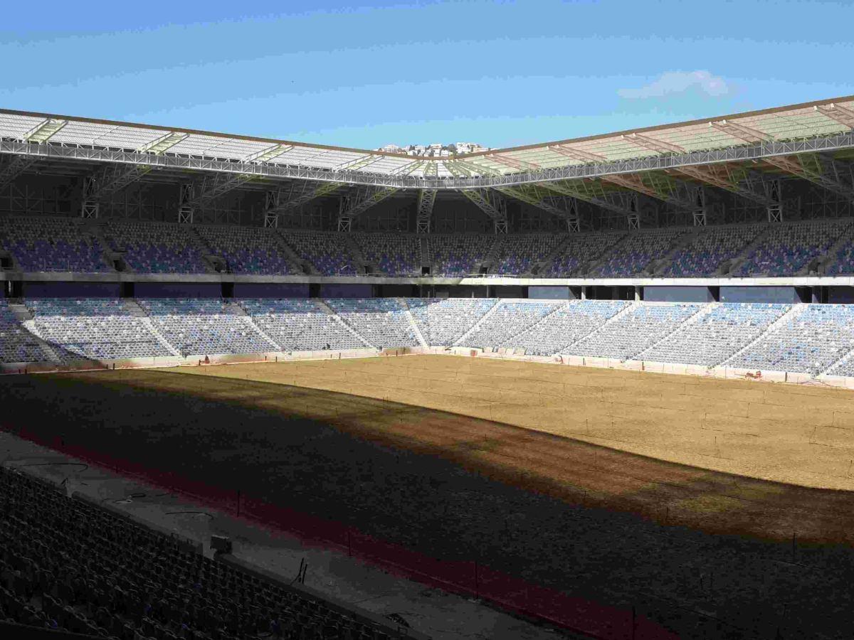 אצטדיון סמי עופר חיפה - עיגון מעקה וחיבור גג