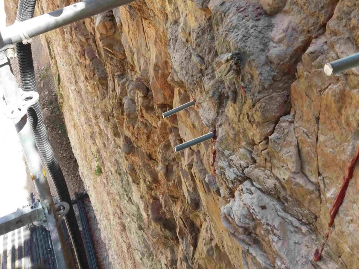 דניה סיבוס חיפה - עיגון מדרגות בתוך אבן עם עוגן כימי דבק אפוקסי AC500Pro