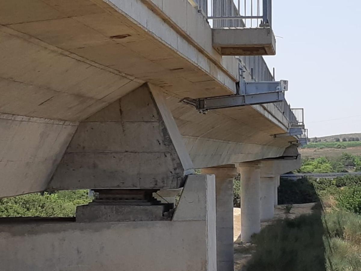 עיגון מערכת חשמול לרכבת על גשר 9 עם עוגן כימי