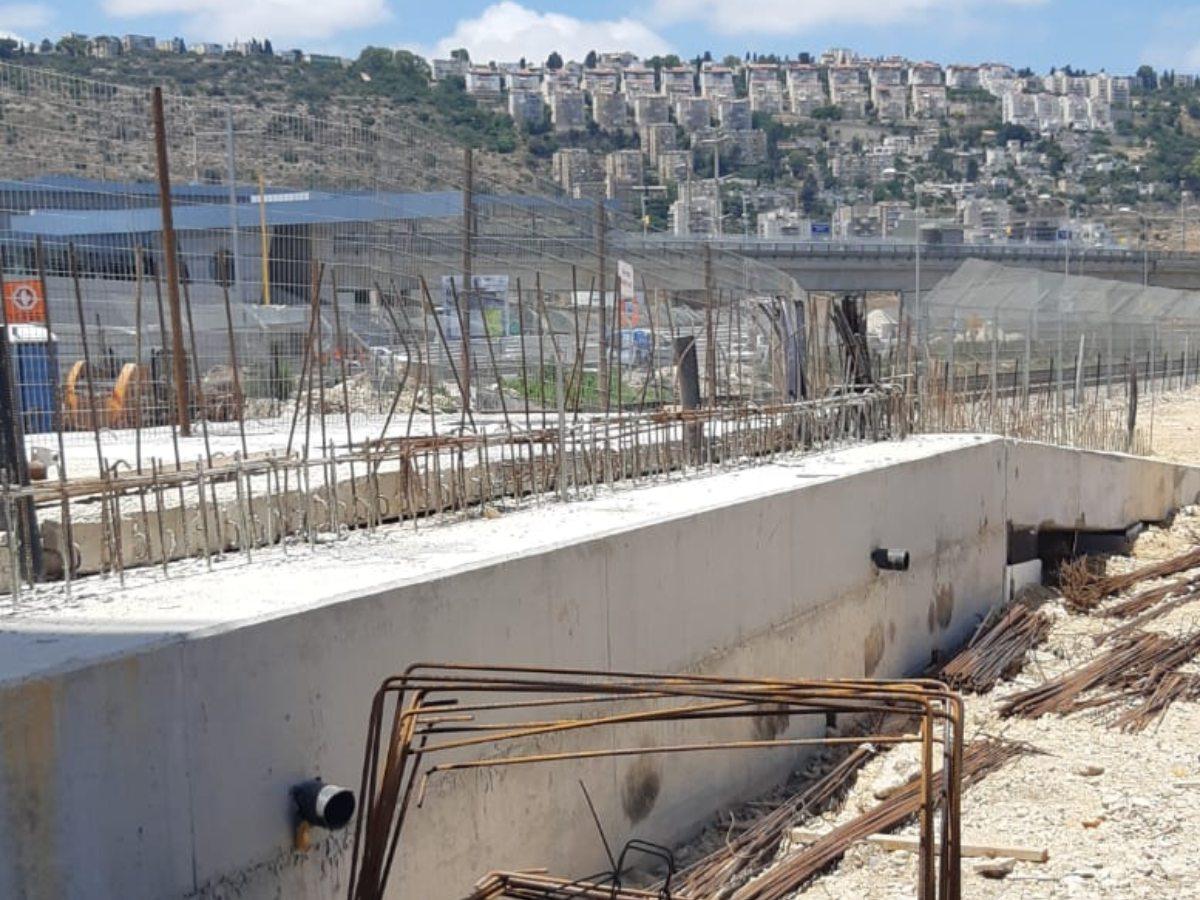 תחנת רכבת לב המפרץ חיפה - התקנת קוצים עם עיגון כימי AC100Pro