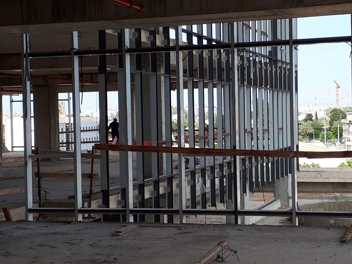 מגדלי A Tower רעננה - עיגון קירות מסך עם עוגן חץ MTP-X