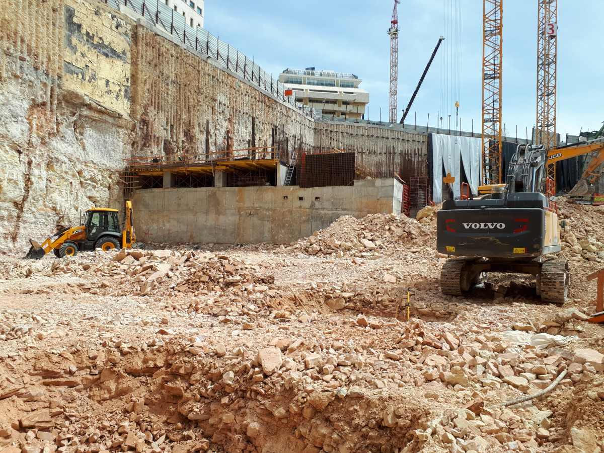 משרד המשפטים ירושלים - דבק כימי לקוצים, בורג בטון ופרפר לדיוידאג