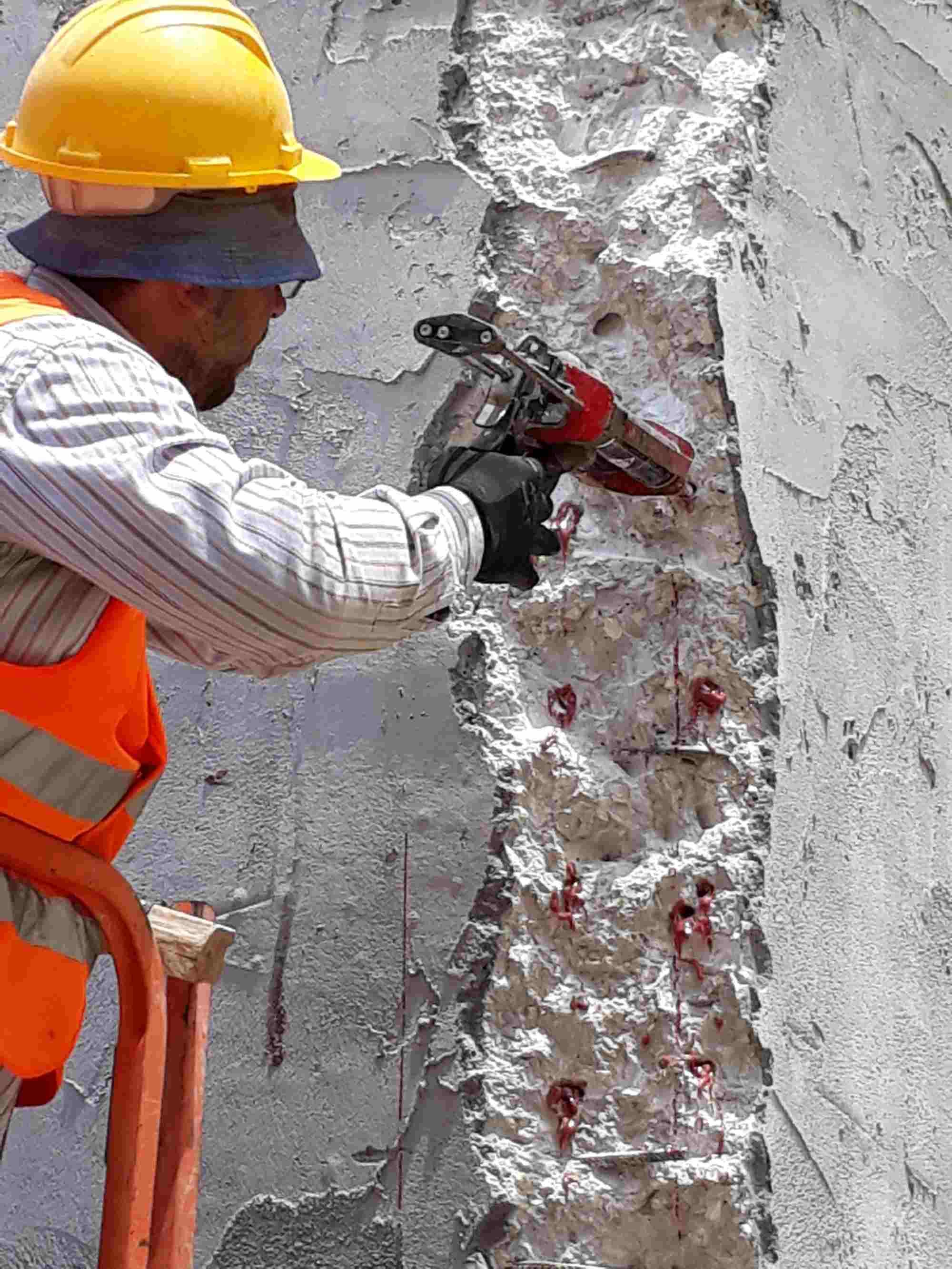 אקרו בסט תל אביב - התקנת קוצים עם עוגן כימי דבק אפוקסי AC500Pro ו-CT50Pro