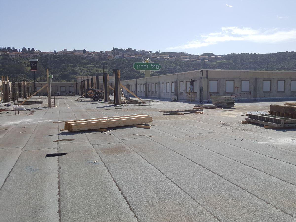 קניון מול זכרון - תוספת קומה עם עיגון קוצים עם דבקים כימיים