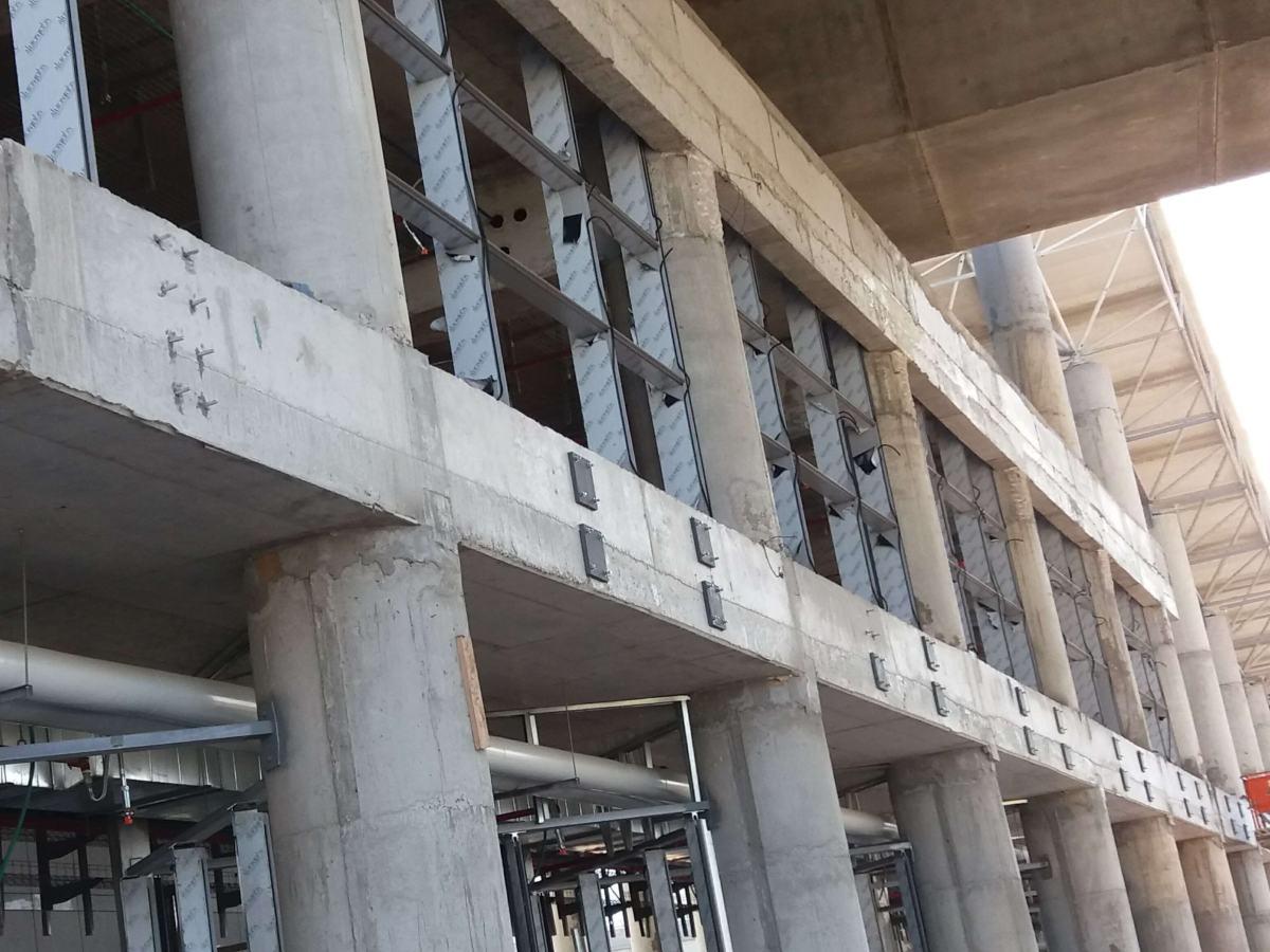 מרכזית המפרץ - חיבור קירות מסך עם עוגן כימי דבק AC100Pro