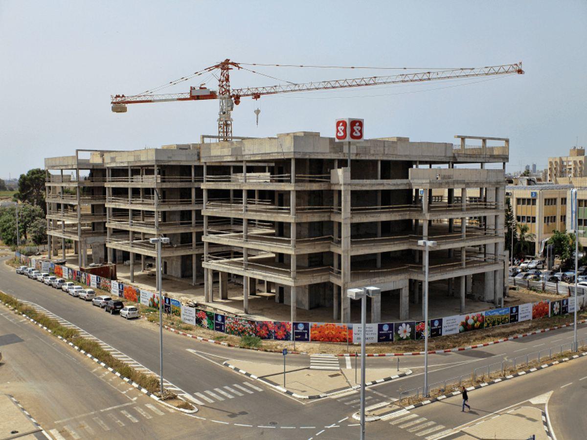 טרמינל פארק אור יהודה - חיזוק מבנה עם בורג בטון בהברגה ישירה BT