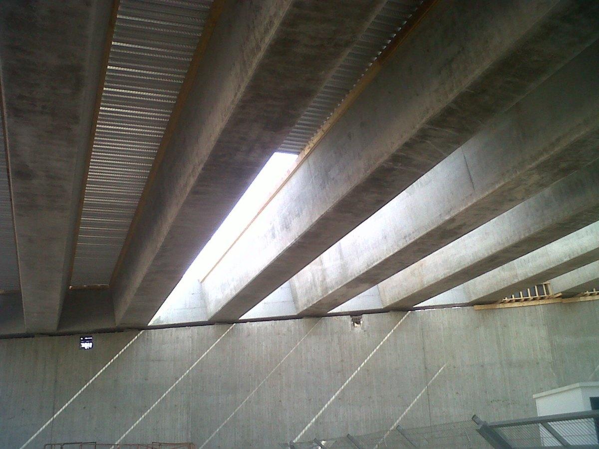 גשר יוקנעם - חיבור תבניות הגשר עם בורג בטון BT