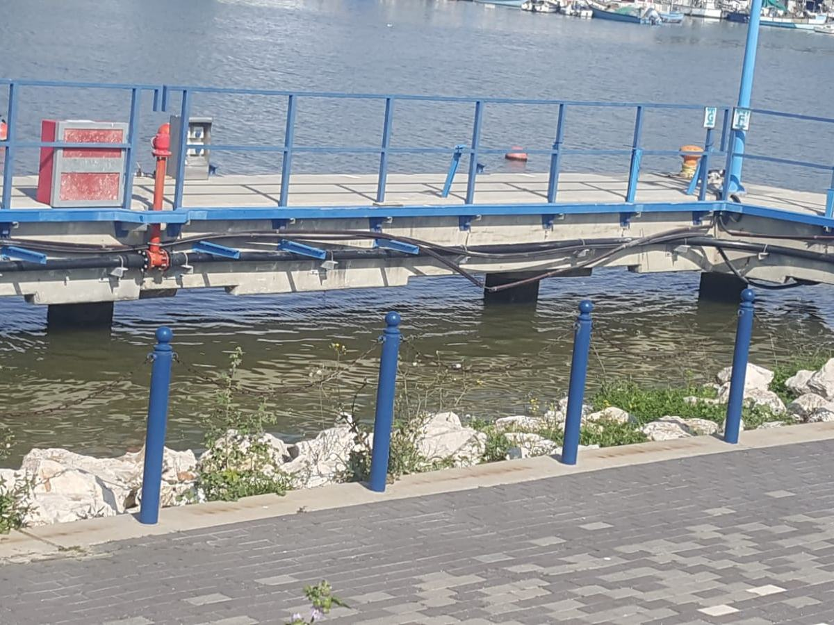 התקנת מוטות הברגה (בורג כימי) עם עוגן כימי דבק אפוקסי Chemfix500 בנמל חיפה בבריכות דגים