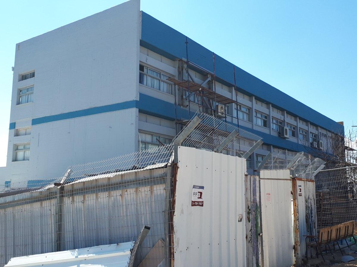 בית ספר רוגוזין במגדל העמק - חיזוק המבנה נגד רעידת אדמה עם עוגן דינמי SZ