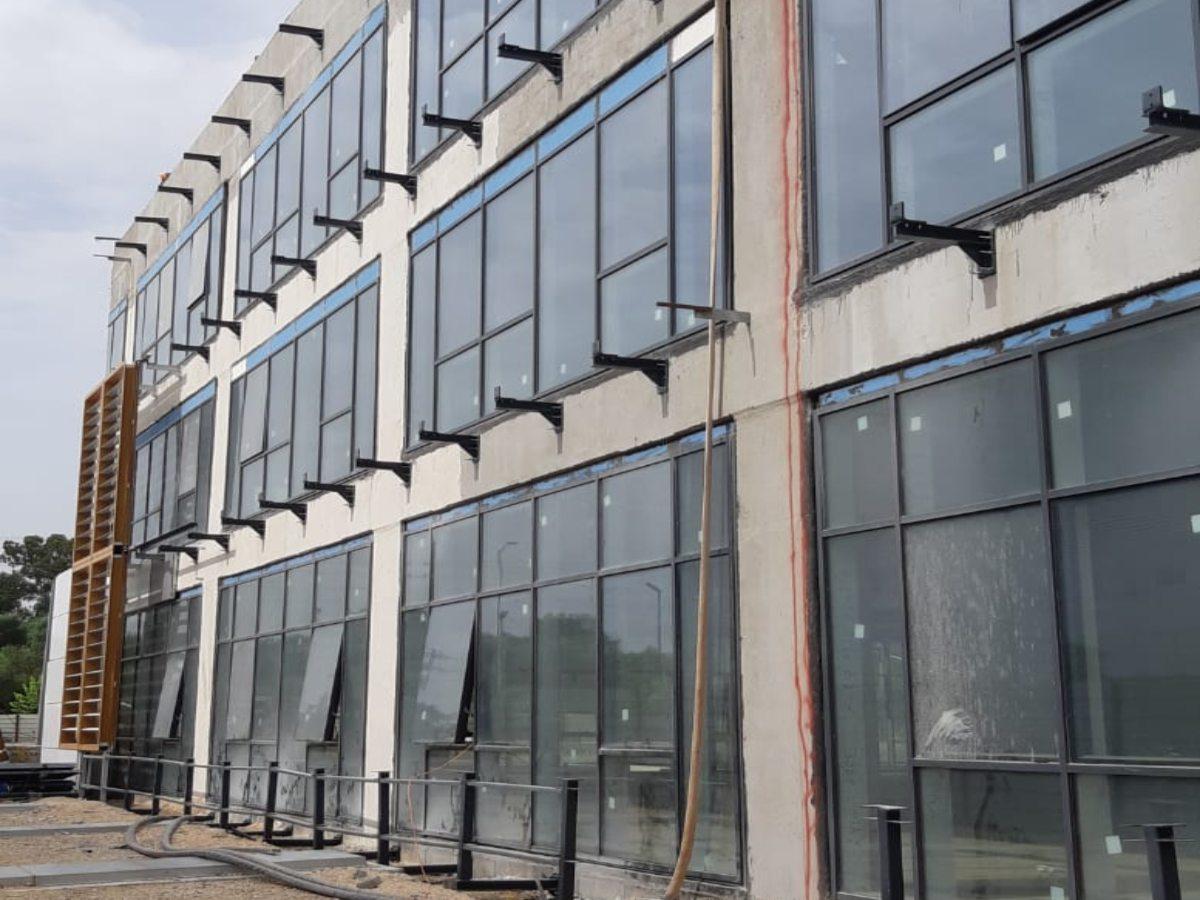 משרדי Toyota - עיגון כימי לסטרוקטורה פלדה עם עוגן דיבל כימי היבריד Chemfix200