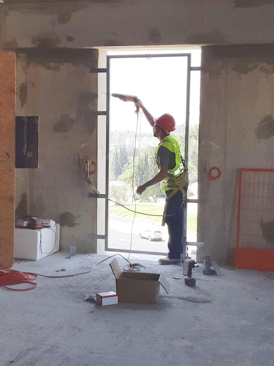 חיבור עיגון לעבודות בגובה עם בורג בטון BTeye דניה סיבוס