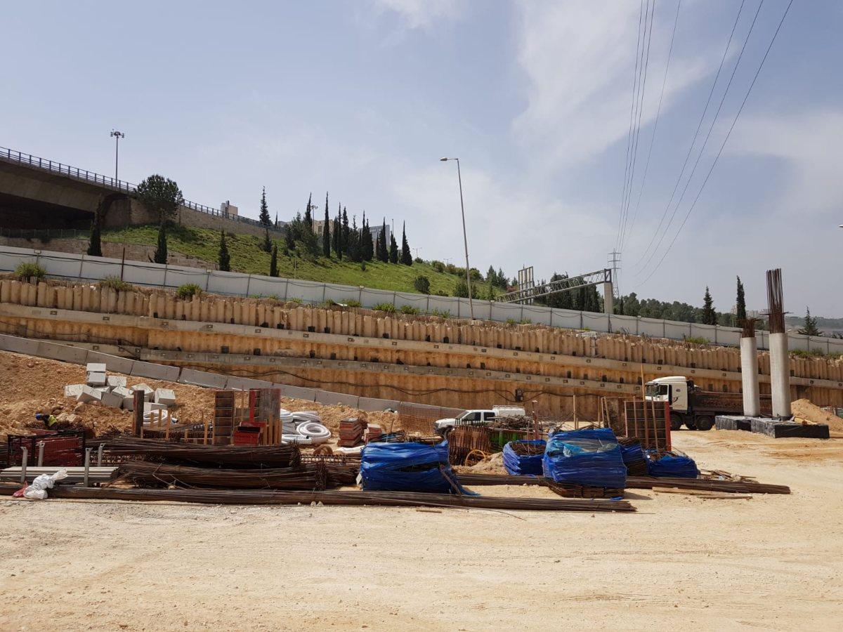 חניון מוריה בירושלים : דבק כימי לקוצים, בורג בטון לתבניות ולבטיחות בעבודות בגובה