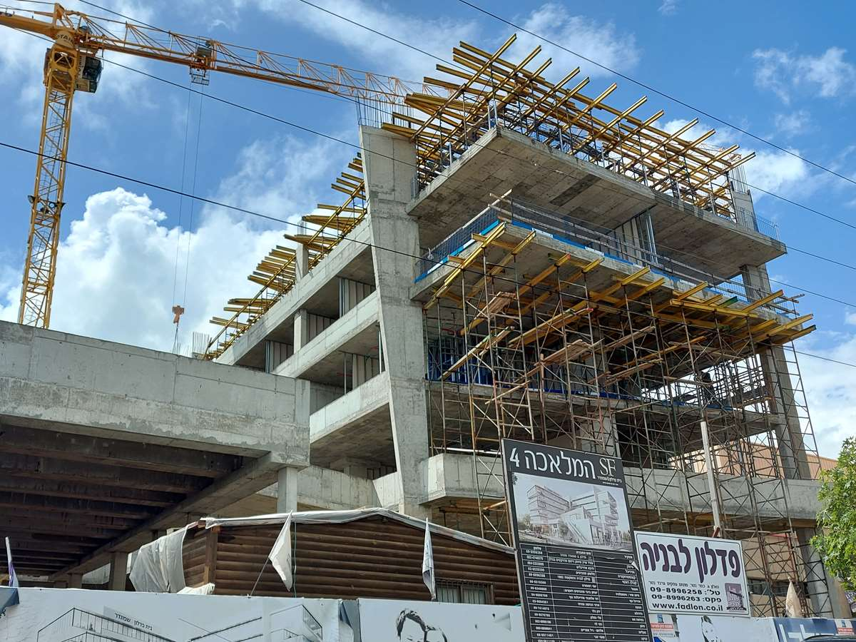 חיפוי אבן עם דיבל עוגן ניילון GX-L M10 בפרויקט המלאכה 4 בחיפה