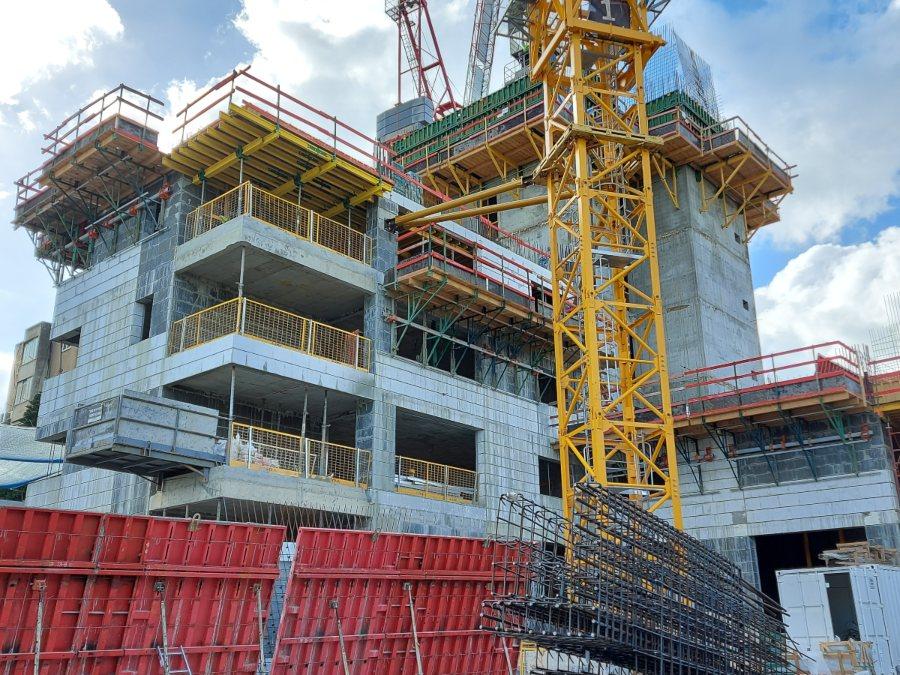 עיגון קוצים עם דבק כימי Adit Chemfix200 בפרויקט Geffen Tower של חברת תדהר ברמת גן